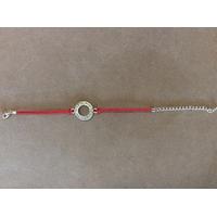 Bracelet fil rouge avec Shema Israël gravé sur métal