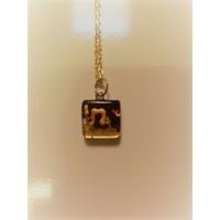 Haï en hebreu sur verre de Murano avec chaîne plaqué or.