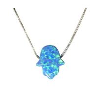 Main bleue opale avec chaine en argent