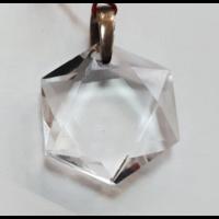 Pendentif en cristal taillé en forme de Maguen David