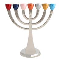 Chandelier à 7 branches (Menora) en aluminium avec têtes de bougies multicolores