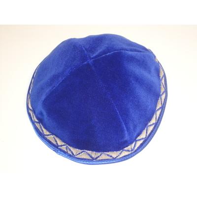 Kippa de luxe en velours bleu roi avec liseré argent brodée (taille standard).