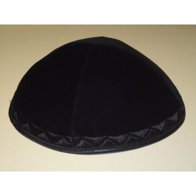 Kippa de luxe en velours noir, broderies triangles ton sur ton