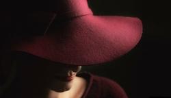 47fcc7243a61e3e6b5fd9948ced218b6c96bbff7_chapeau-femme-en-laine-bordeaux-bords-larges