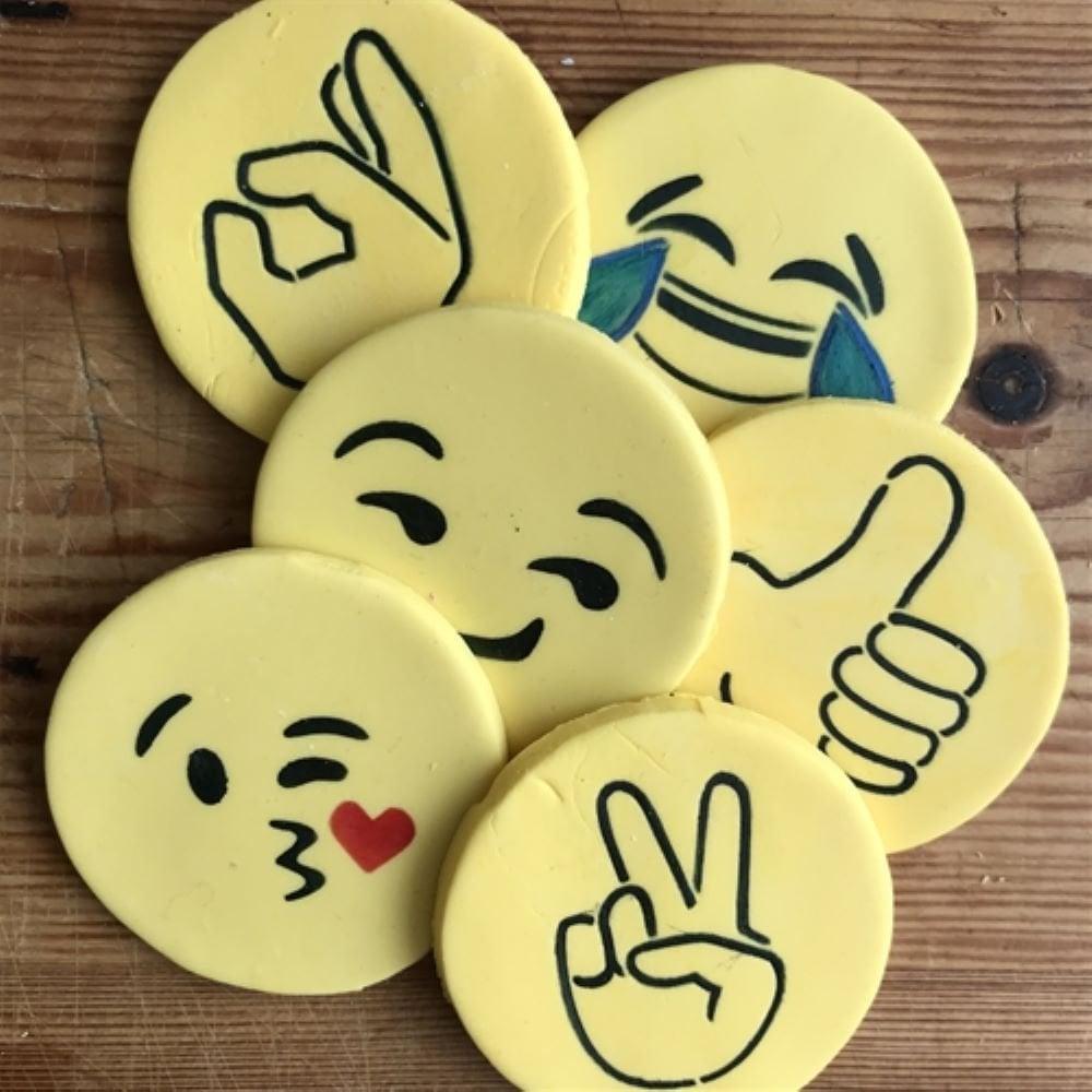 Pochoirs  Emoji  - lot de 6