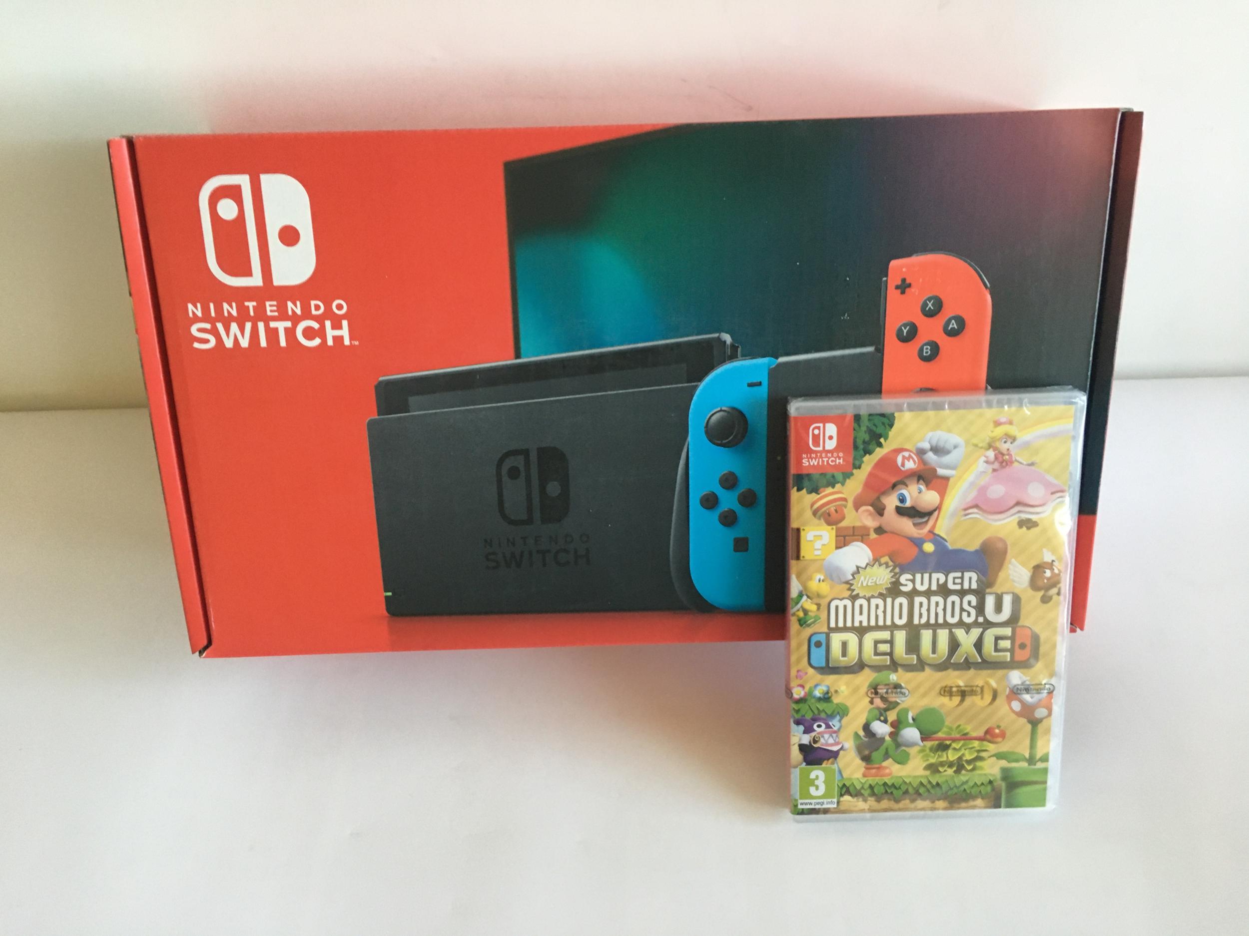 Nintendo Switch Bleu fluo/Rouge fluo - Modèle 2019 + Super Mario Bros.U DELUXE