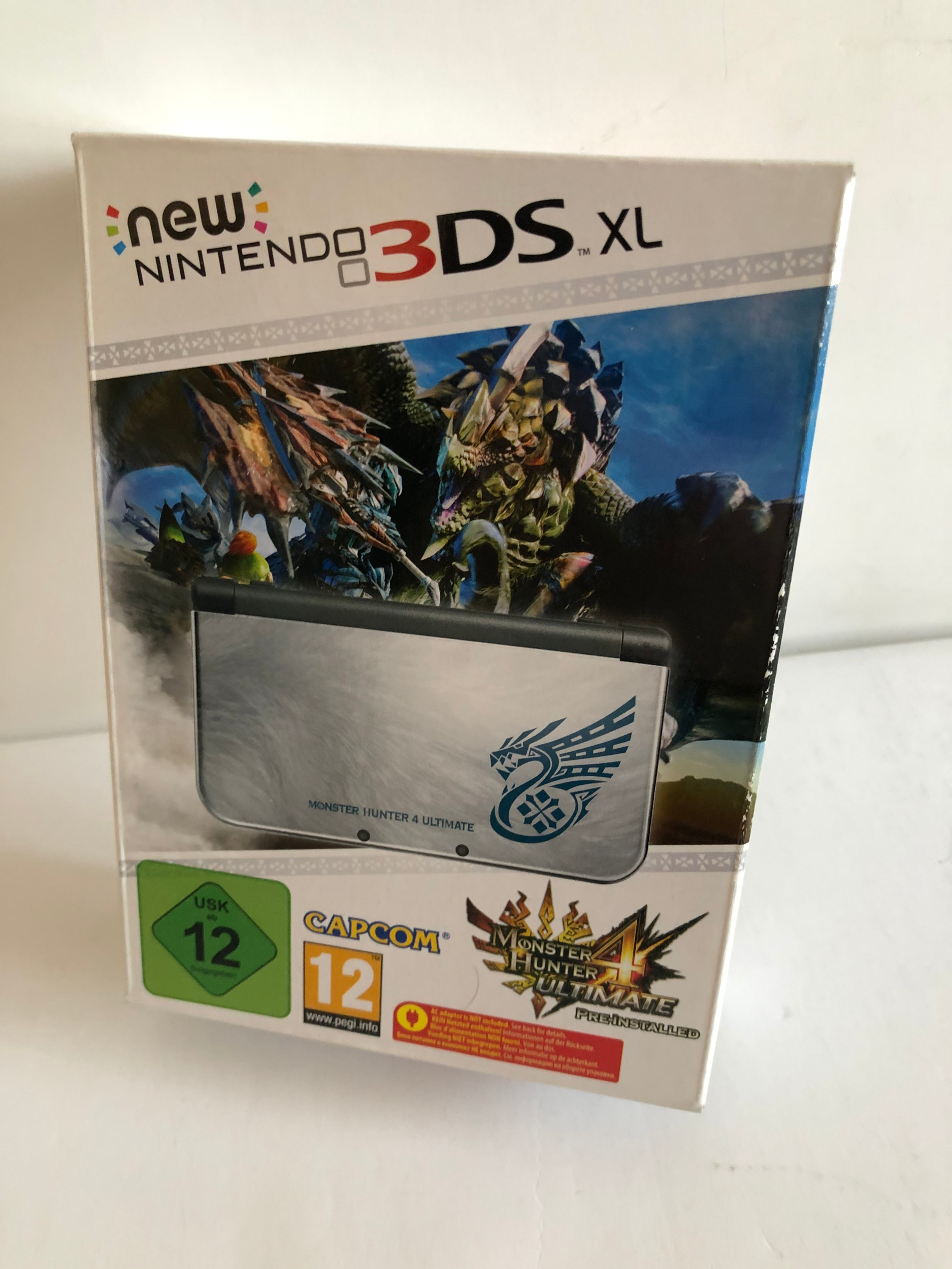 3DS XL console - Monster Hunter 4 Ultimate