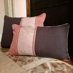 1-rose-gris-coussin-cheminée-3