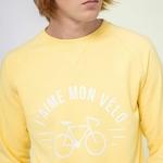 darney-sweat-col-rond-en-coton-recycle-j-aime-mon-velo-jaune-clair (3)