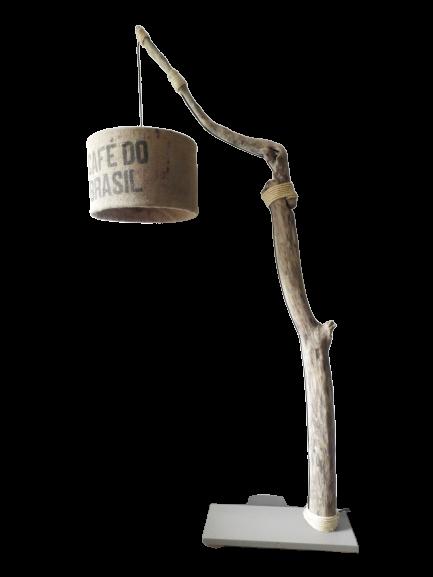 lampe sur pied en bois flotté