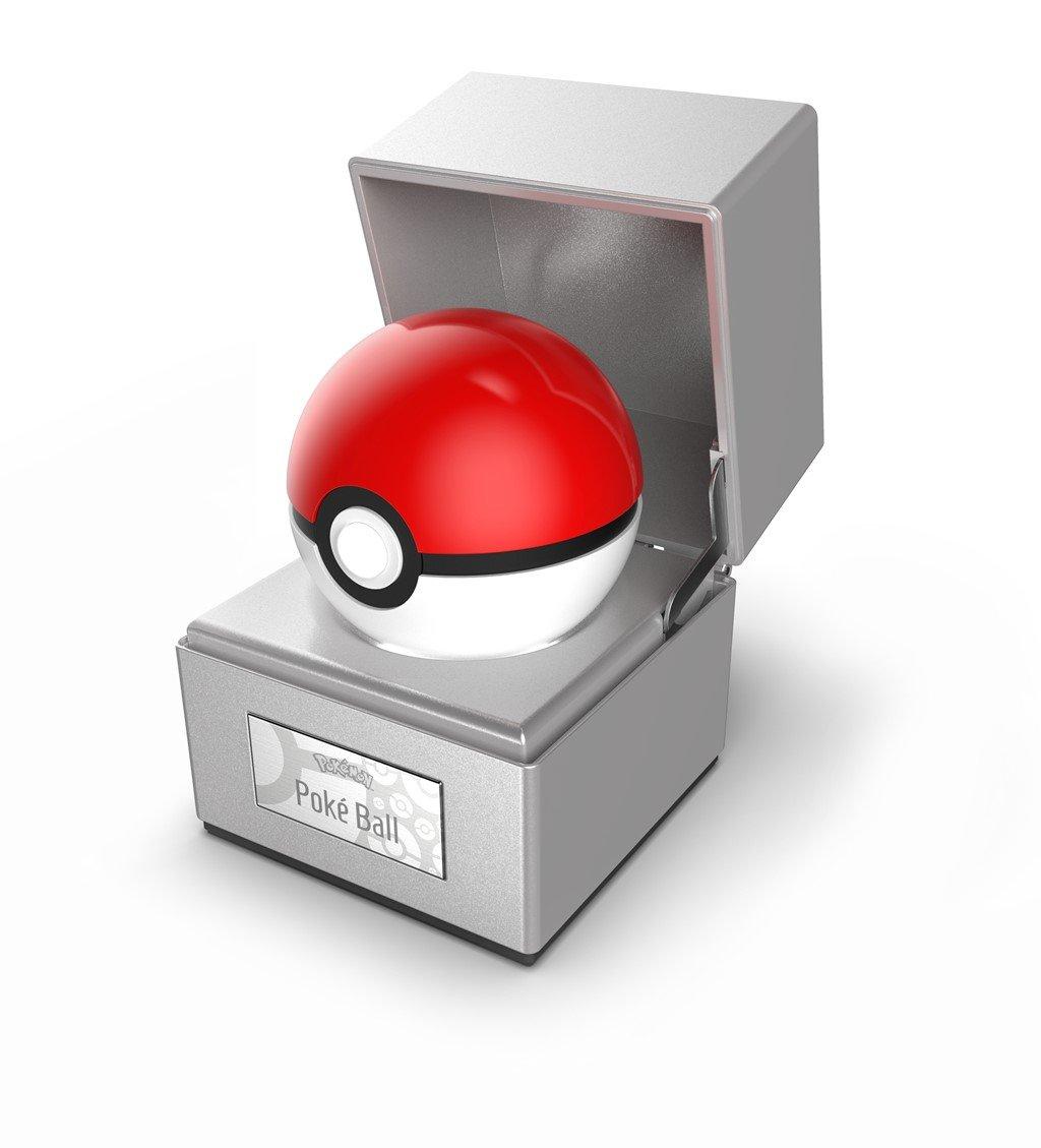 die-cast-poke-ball-replica-in-case