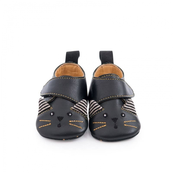 Chaussons_cuir_chat_noir_Les_moustaches_1824_mois_Moulin_Roty_4