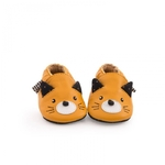 Chaussons_cuir_chat_moutarde_Les_moustaches_Moulin_Roty
