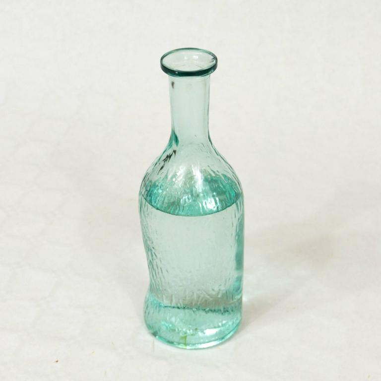 Carafe légèrement bleutée en verre Zero