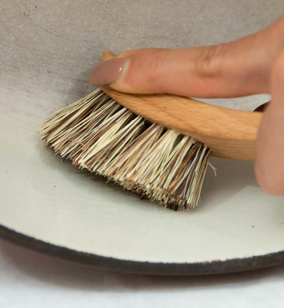 brosse naturelle pour laver les casseroles. Collection Zero