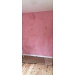 badigeon de chaux rose doux patinesbio sur mur crépis