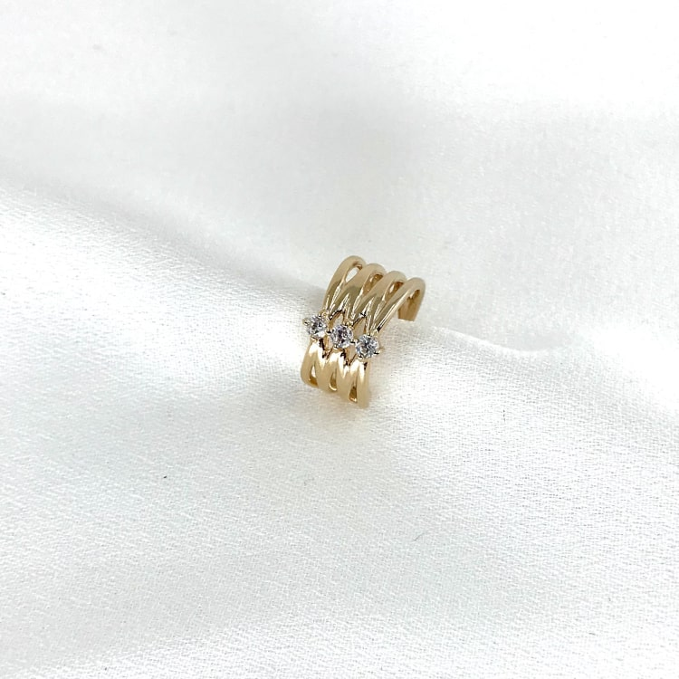 Large bague d'oreille (earcuff) en paqué or 3 microns composée de tiges croisées serties de 3 oxydes de zirconium