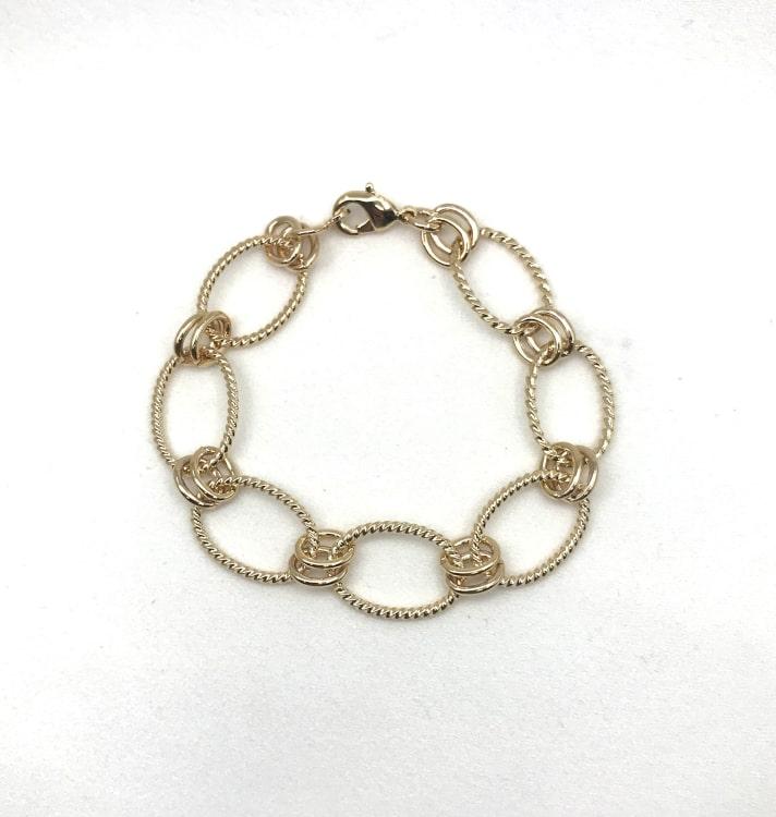 Bracelet Stacy composé de larges mailles ovales torsadées. En plaqué or 3 microns