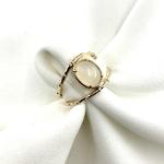 bague en plaqué or 3 microns 2 anneaux sertis dune pierre de lune - pierre semi-précieuse