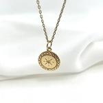Collier Asteria plaqué or médaillon pendentif rond soleil strié gravé plusieurs longueurs