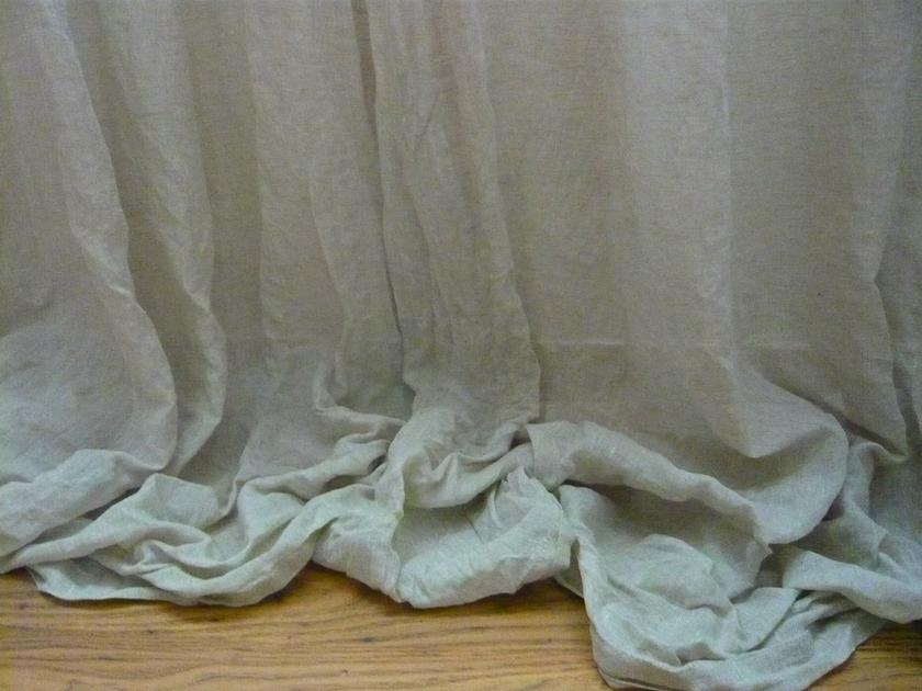 voile ciel de lit linge de maison rideau pr t poser l 39 atelier toile de lin. Black Bedroom Furniture Sets. Home Design Ideas