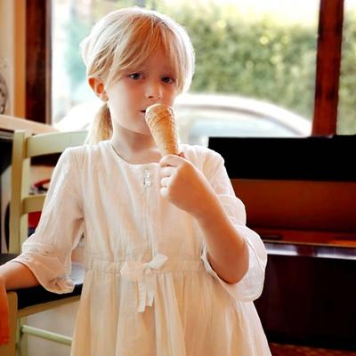 Robe Fille volantée en crêpe - Blanc<br>Existe uniquement en 4 ans<br>