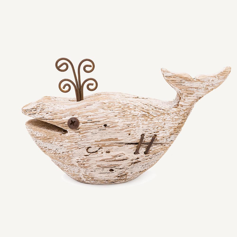 Petite baleine en bois usé