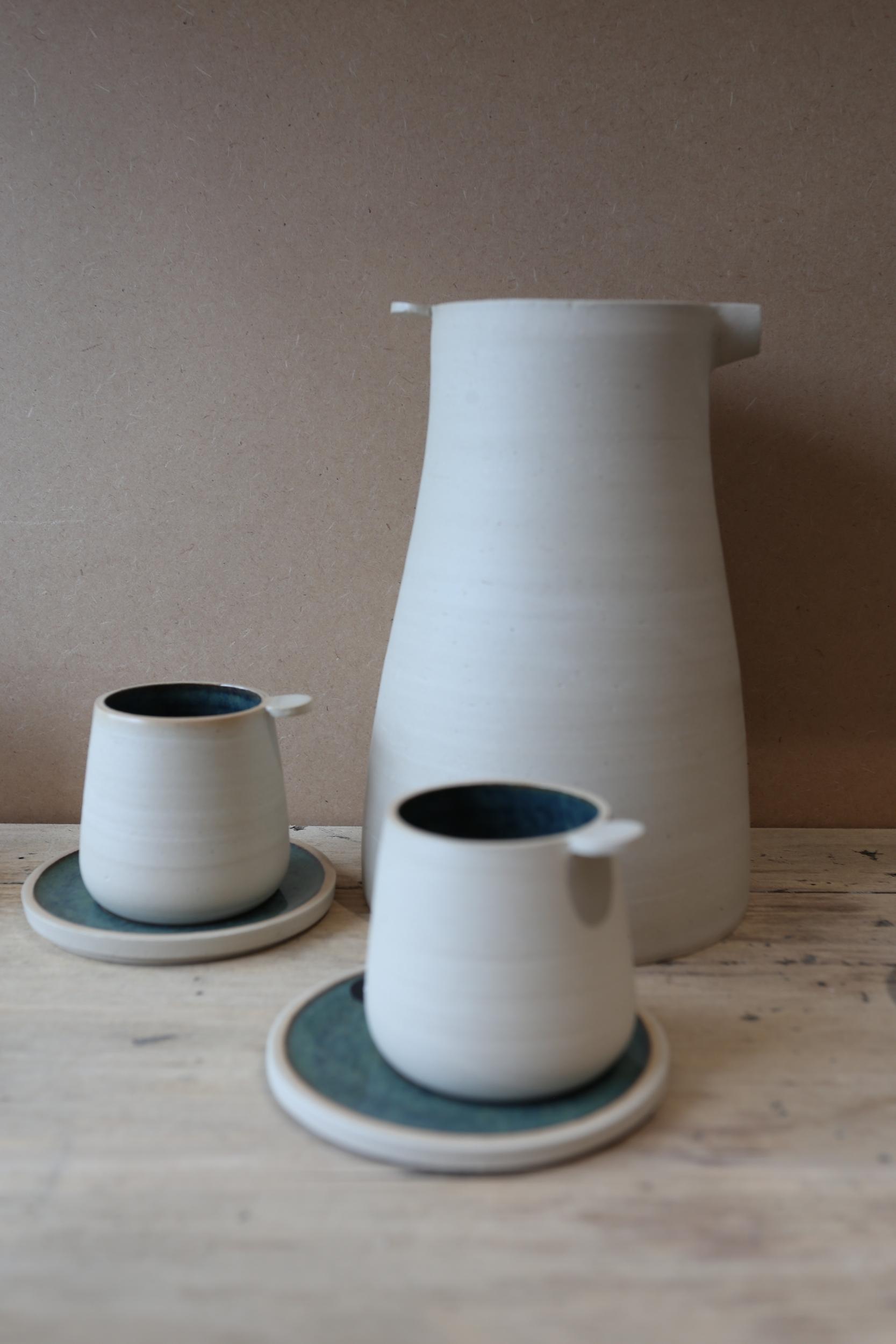 Tasse à café et soucoupe en céramique artisanale