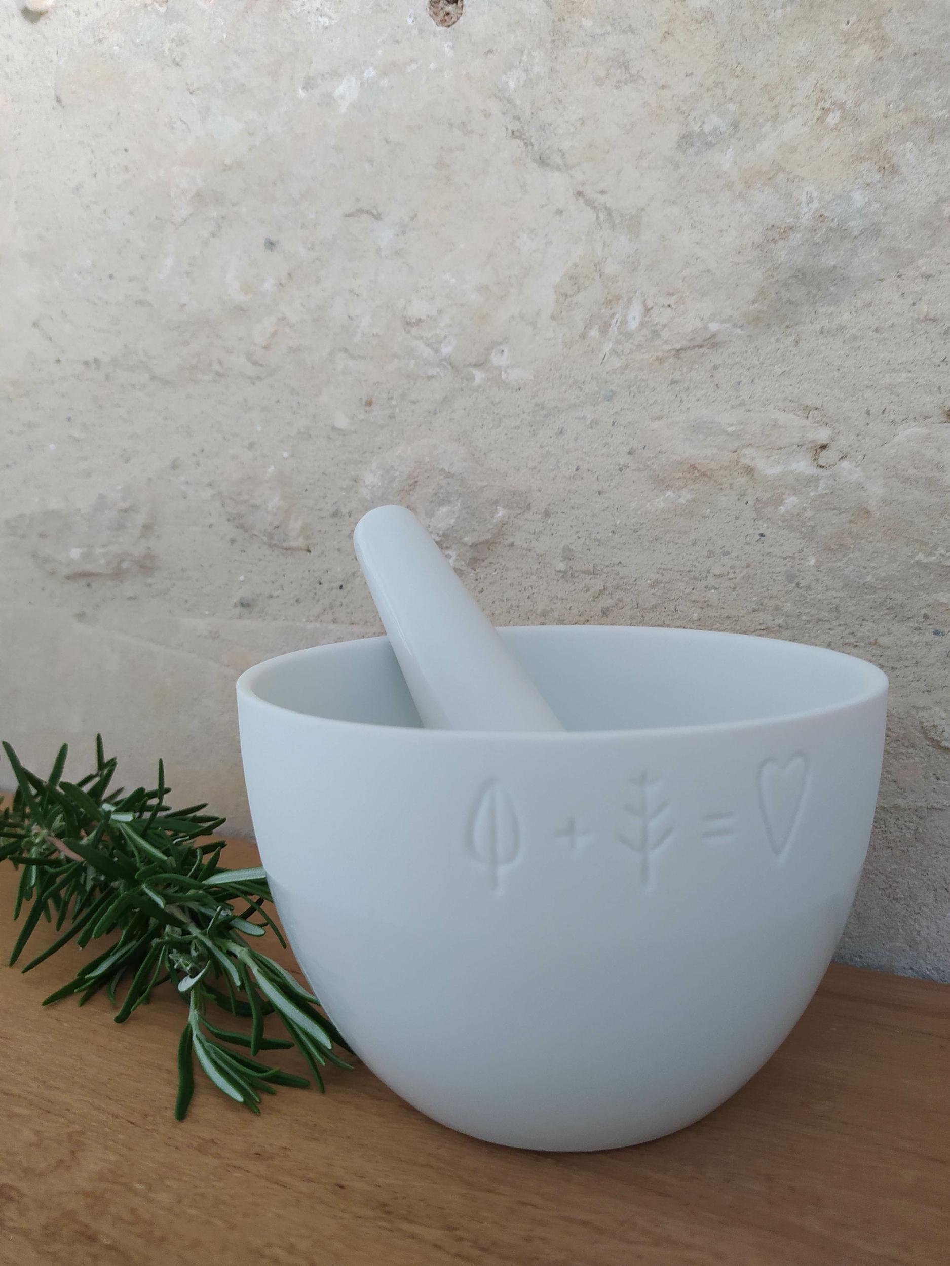 Mortier avec pilon en porcelaine blanche