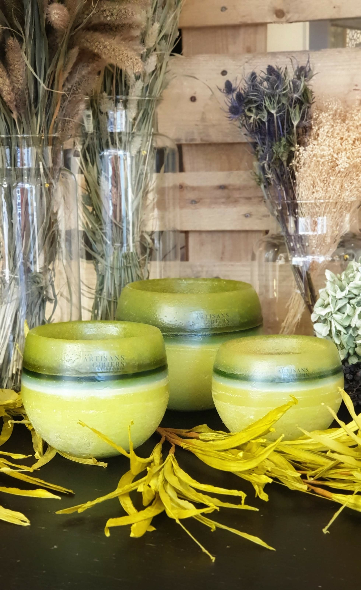 Les Artisans Ciriers Bruxellois Bougie Photophore Globe Vert Olive (2)