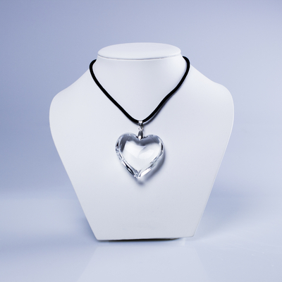 Collier en coeur transparent