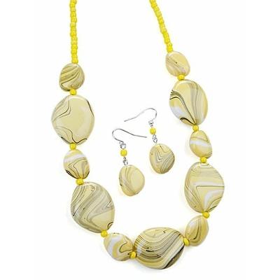 Collier avec perles jaune pâle marbrées + boucles d'oreilles assorties