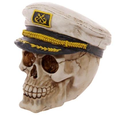 Crâne portant une casquette de marin