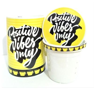 """Mug avec filtre et couvercle """"Jaune"""" : Vibrations positives seulement"""