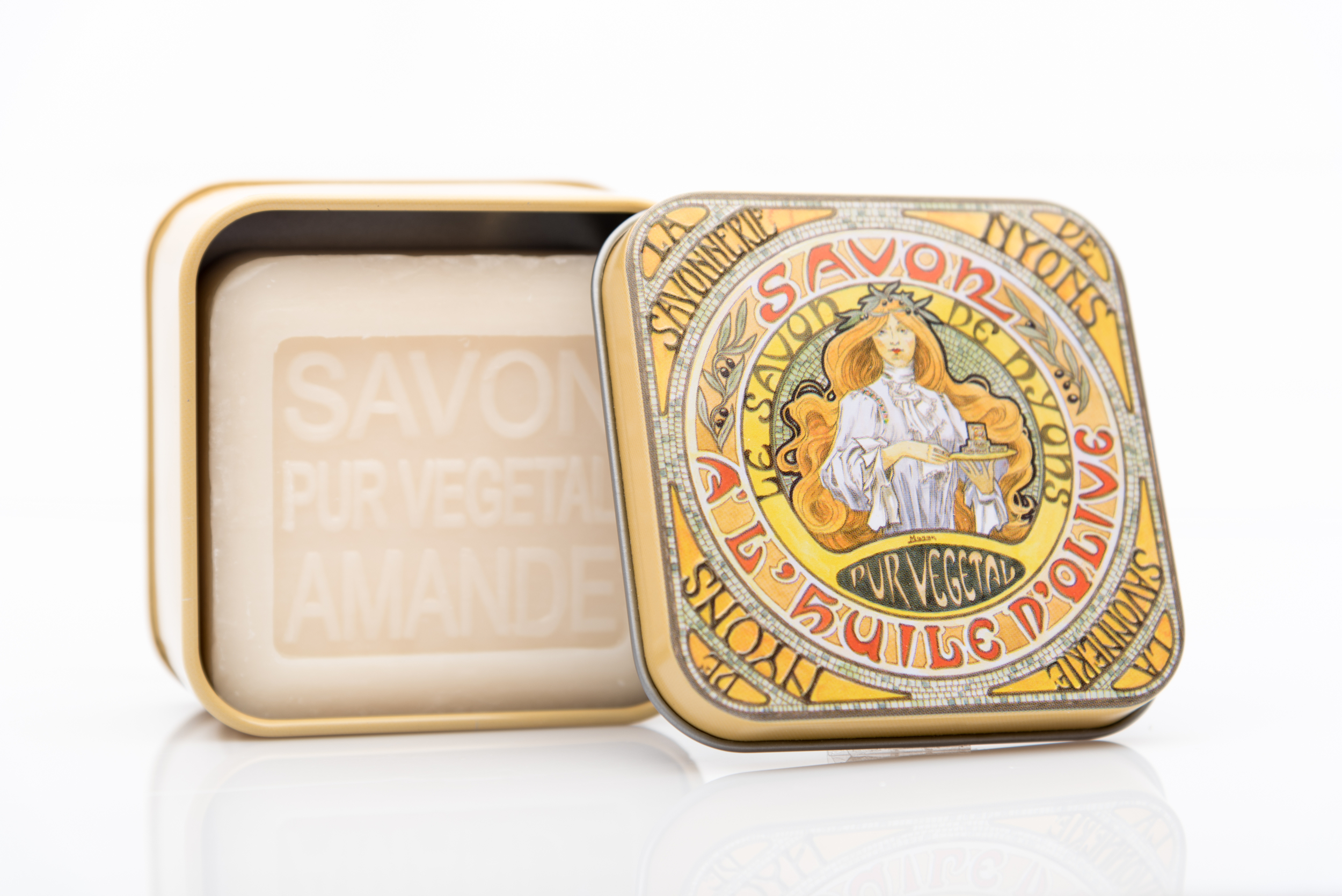 SAVON DE NYONS VEGETAL MADE IN FRANCE AVEC BOITE METALIQUE MODELE 50 AMANDE
