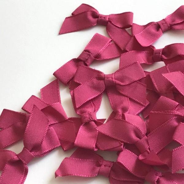 Gros noeud en taffetas rose fushia