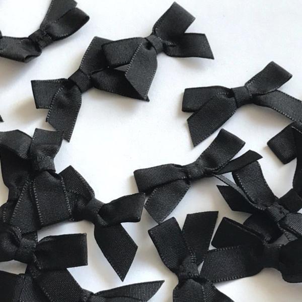 Gros noeud en taffetas noir