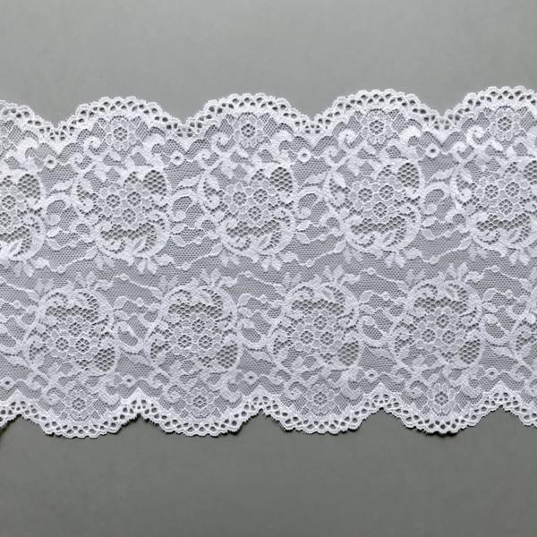 Dentelle en galon blanc motif floral et arabesque
