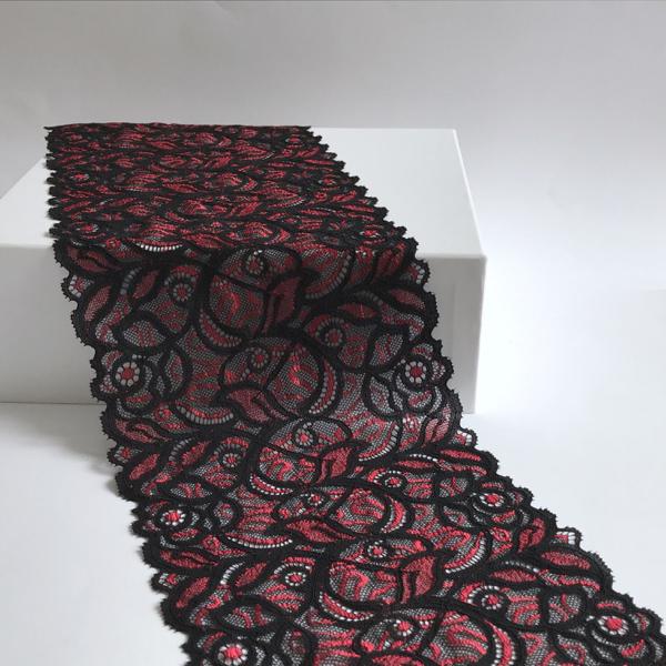 Dentelle bi color motif graphique noir et rouge