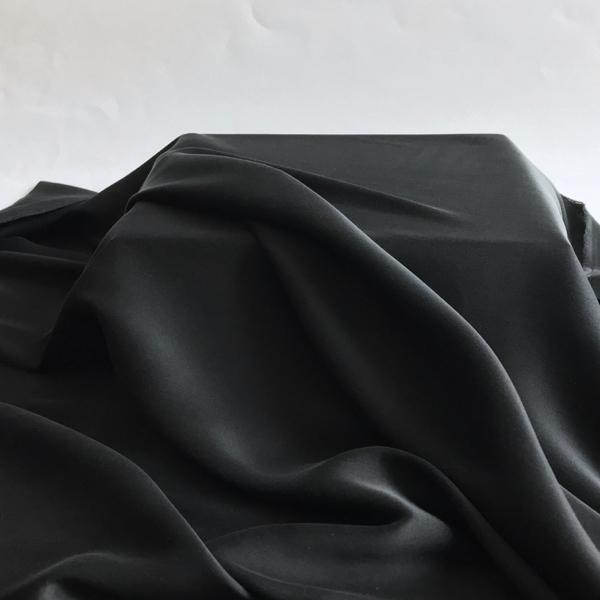 Satin de soie extensible noir
