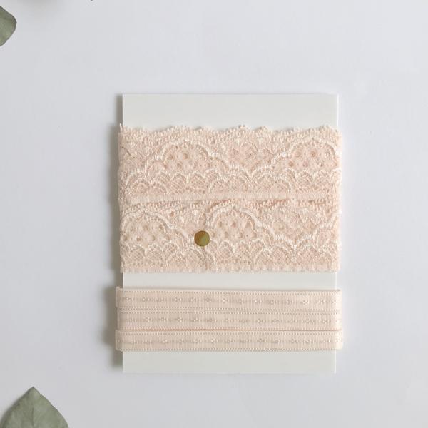 Assortiment dentelle et élastique rose pâle