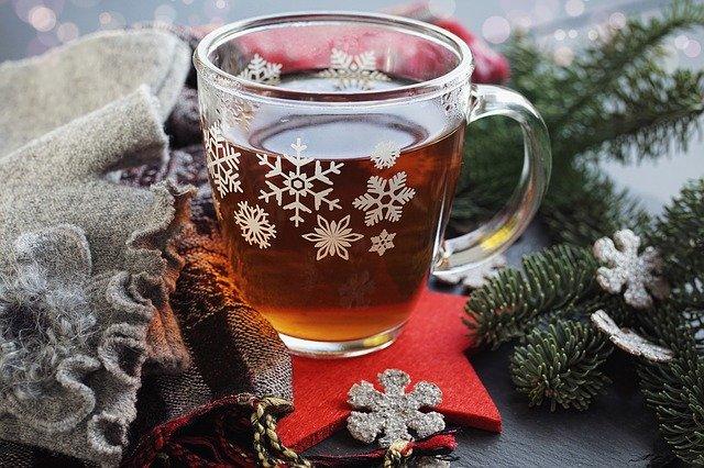 Thé noir près de la cheminée