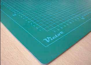 tapis de coupe vert quadrill outils de coupe ph. Black Bedroom Furniture Sets. Home Design Ideas