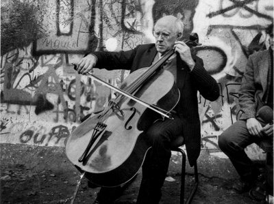 rostropovich_berlin_wall_-_c_l._emmett_lewis_jr._1989_2016_stars_and_stripes._used_with_permission