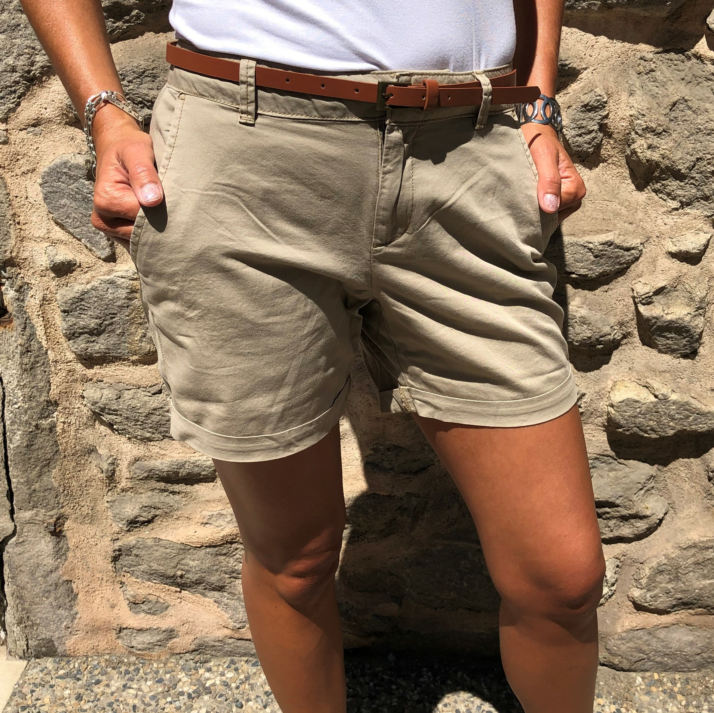 short en toile beige avec ceinture