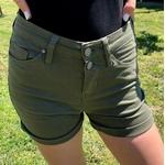 short taille haute kaki avec boutons