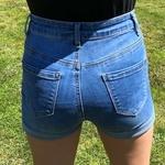 short taille haute en jean bleu avec boutons