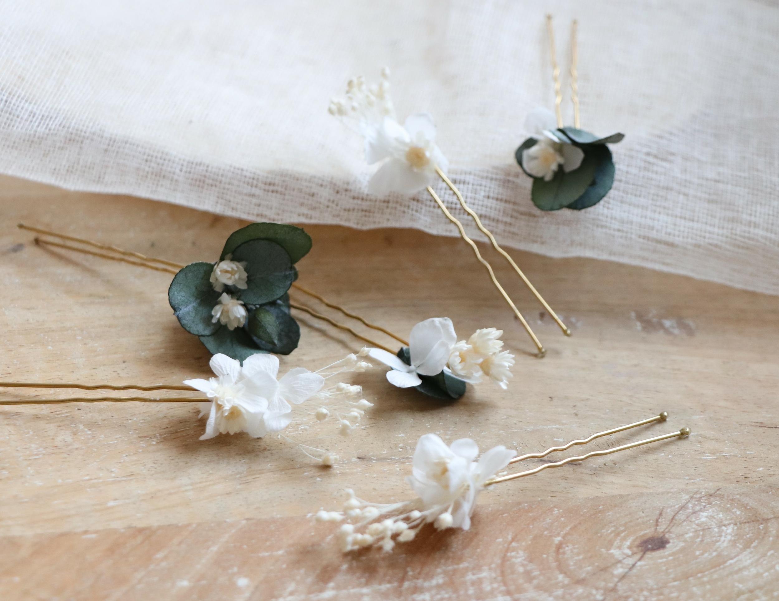 fleurs blanches cheveux mariée