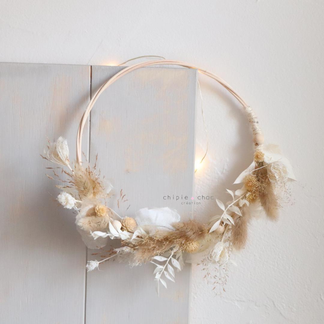 demi couronne de fleurs séchées blanche et beige - chipie choc création