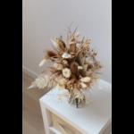 Bouquet de fleurs bohème aux tons neutres